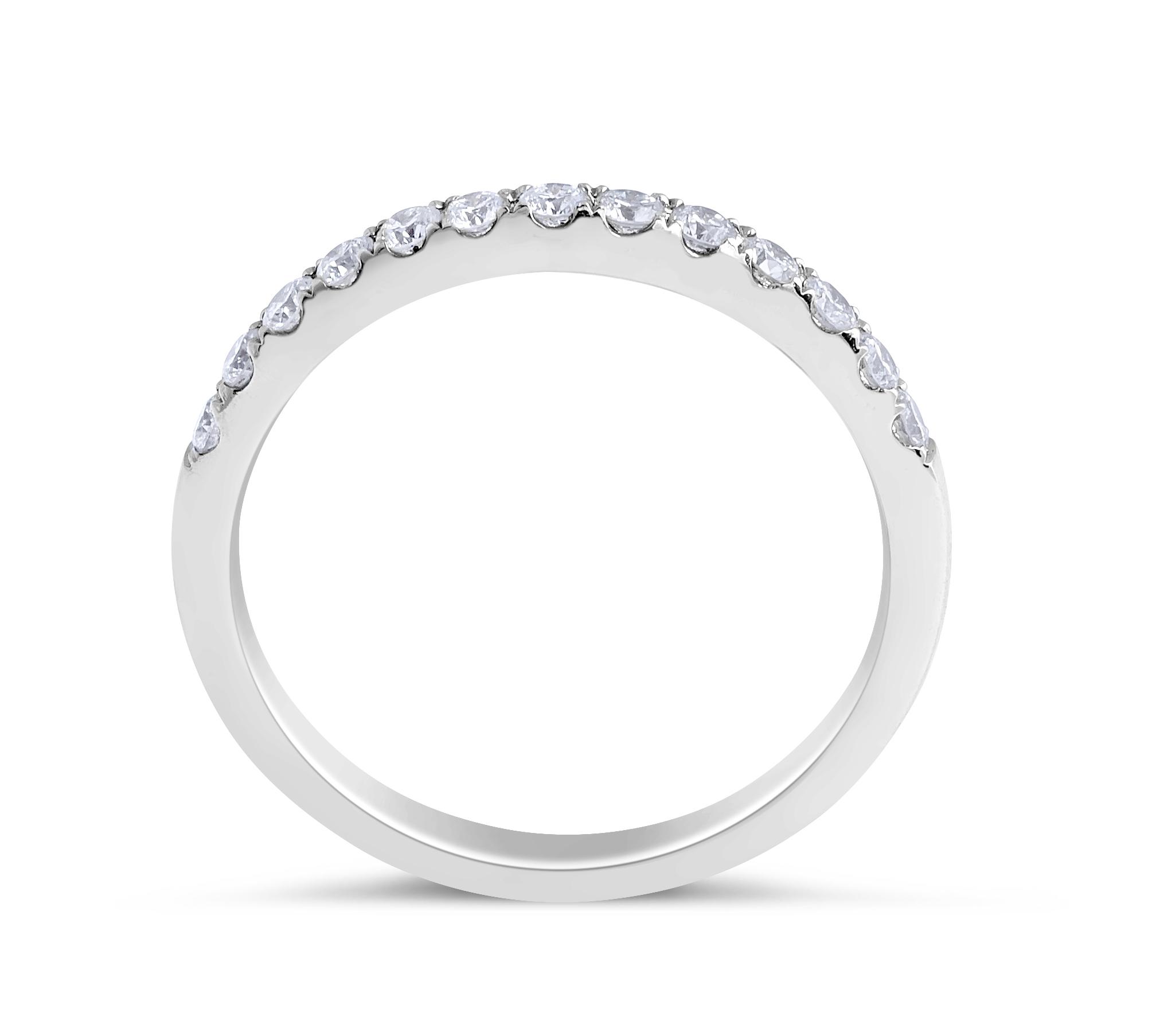 18 Karat White Gold Classic Modern Style Diamond Wedding Band (Ladies Band Settings)